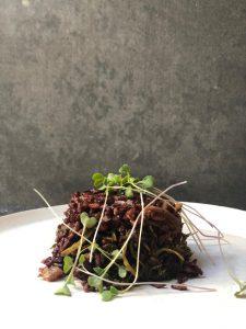 אורז שחור ECOBA עם פטריות שיטאקי ועשבי תיבול